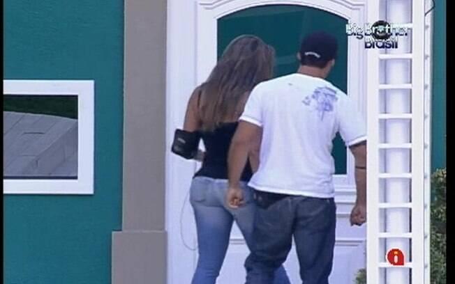 Monique e Yuri deixam o confinamento para curtir passeio de jatinho até Recife