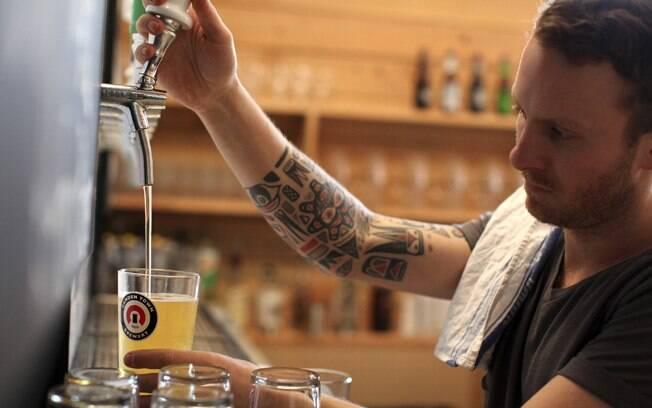 Nada mais autêntico do que provar a cerveja no local onde ela é fabricada