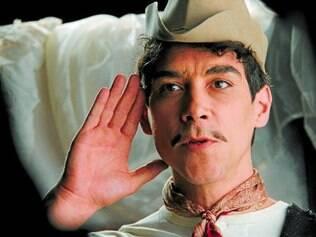 Cantinflas é vivido no filme pelo ator espanhol Oscar Jaenada