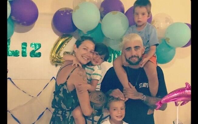 Luana Piovani posta foto com Pedro Scooby e os filhos