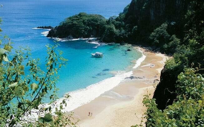 Baía do Sancho, em Fernando de Noronha, tem uma das praias mais bonitas do Brasil