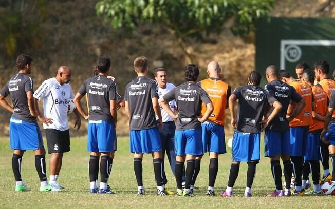 Luxemburgo comanda treino em Caracas antes de  duelo desta terça-feira