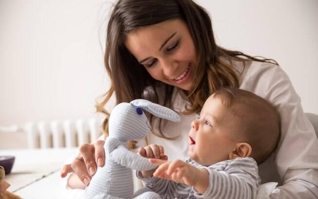 A mãe, que fez um post na internet, disse que fica irritada quando alguém chega da rua, não lava as mãos e pega o bebê