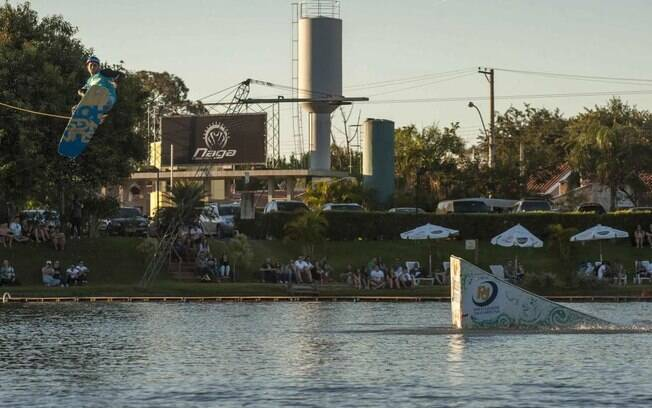 O Naga Cable Park, em Jaguariuna, recebe neste sábado (11), a 1ª etapa do Campeonato Brasileiro de Wake Park