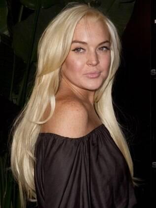 Lindsay Lohan: varrer chão de necrotério