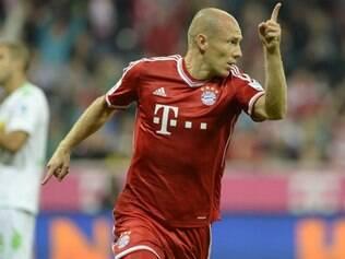 Robben comemora um dos gols do Bayern na vitória fora de casa
