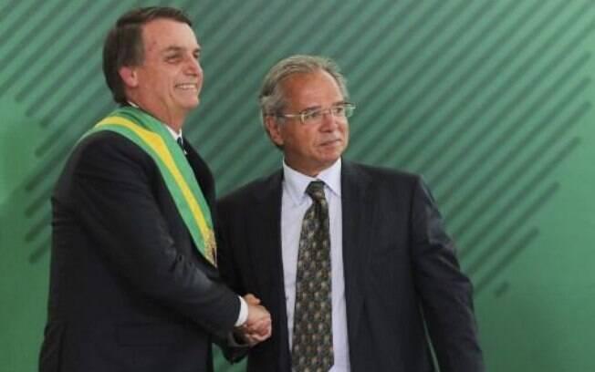 Bolsonaro e Guedes participam, na manhã desta segunda-feira (7), da cerimônia de posse dos novos presidentes de instituições econômicas brasileiras