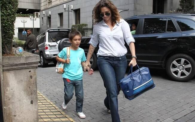 Maria Rita e o filho, Antônio, fazem visita a Arthur