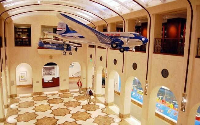 Museu da Aviação do Aeroporto de São Francisco reproduz sala de embarque de 1930