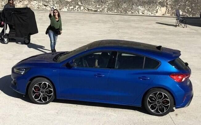 Ford Focus 2019: com os faróis traseiros estreitos, a silhueta adota o mesmo padrão que BMW Série 1 e Hyundai i30