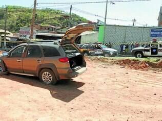 Carro roubado bateu em barranco ao tentar fugir