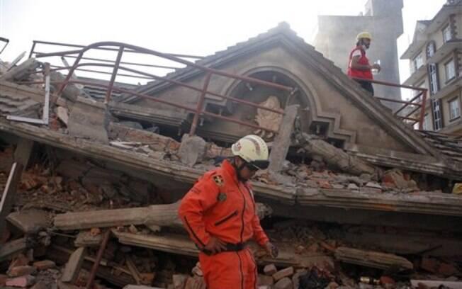 Nepal é atingido por segundo terremoto de 7,3 pontos menos de três semanas após país ser devastado por tremor (12.5.2015)