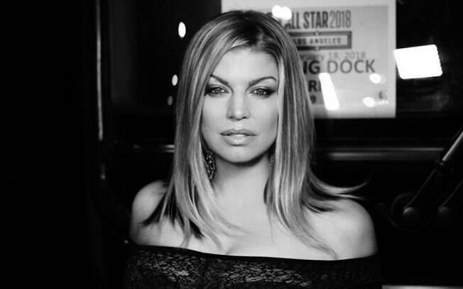 Fergie é criticada após sensualizar e desafinar durante o hino nacional americano