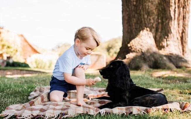 Príncipe George e o cãozinho Lupo