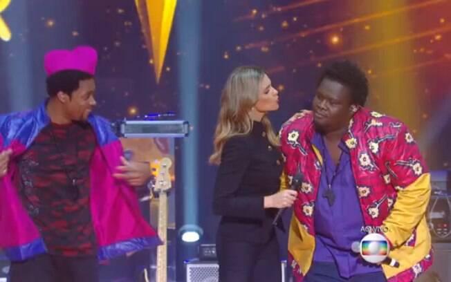 Fernanda Lima se afasta de vocalista da banda 'Dois Africanos' e brinca com suposto selinho: 'Pura ilusão de ótica'. Relembre momentos da temporada de 'Superstar'. Foto: Reprodução/TV Globo