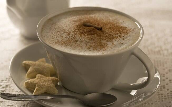 Xícara com café e biscoitos
