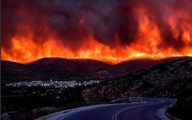 Os incêndios na Grécia já deixaram mais de 200 desaparecidos, 80 mortos e centenas de feridos