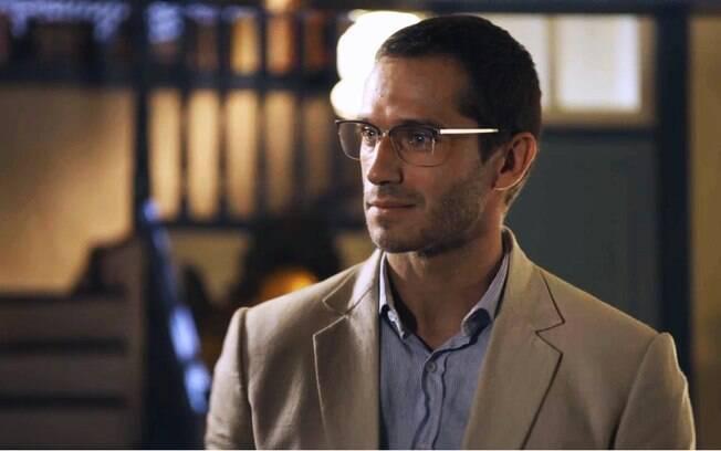 Aranha (Paulo Rocha) está na mira do assassino, mas personagem pouco faz diferença na trama
