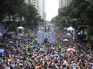 Aumenta número de foliões multados por urinar nas ruas no período de carnaval de 2015