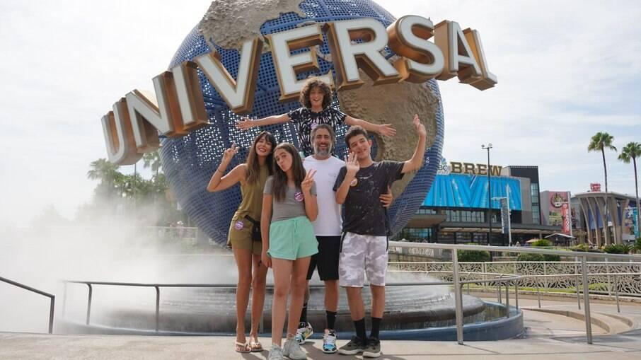 Marcos Mion levou a família à Orlando para comemorar os 16 anos do seu filho
