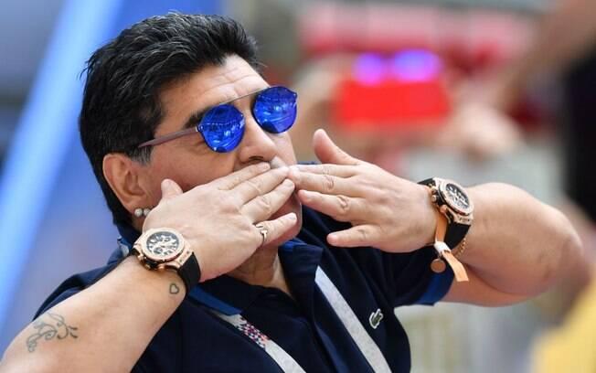 Maradona segue em recuperação após retirada de coágulo na cabeça