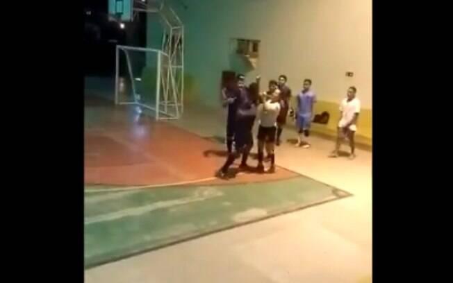 Árbitra é agredida com socos no Piauí.