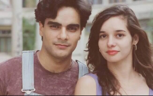 A atriz Daniella Perez foi morta a tesouradas pelo ator Guilherme de Pádua, com quem contracenava em novela escrita por sua mãe
