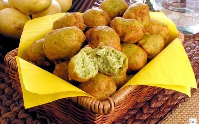 Bolinho de casca de batata com espinafre