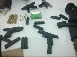 Armas de diversos calibre e coletes à prova de balas foram apreendidos