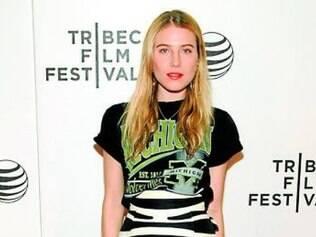 A top Dree Hemingway mostrou sintonia fashion ao mesclar a saia de zebra com t-shirt