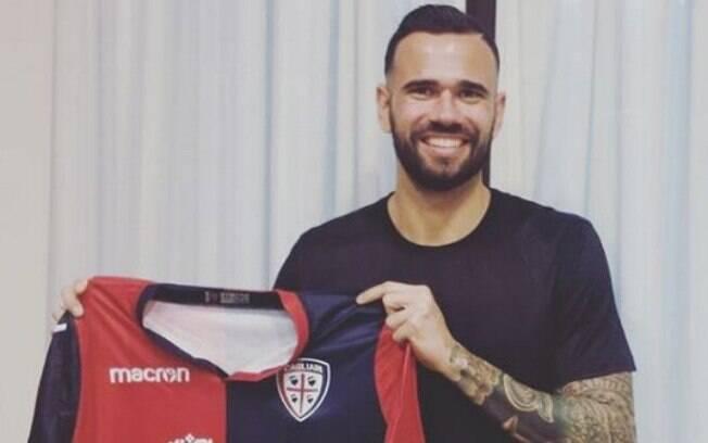 Zagueiro Leandro Castán jogará no Cagliari até o fim de junho por empréstimo