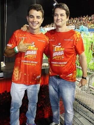 Anderson Di Rizzi e Marcelo Serrado em camarote no carnaval de São Paulo