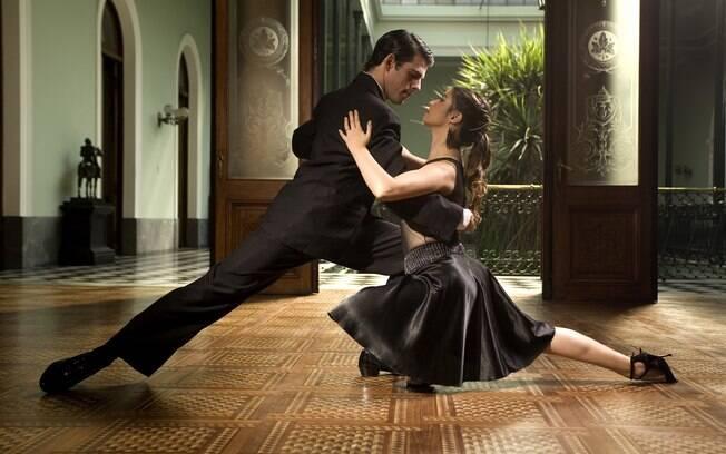 Montevidéu oferece várias opções de shows de tango com apresentações de músicos e dançarinos ao vivo