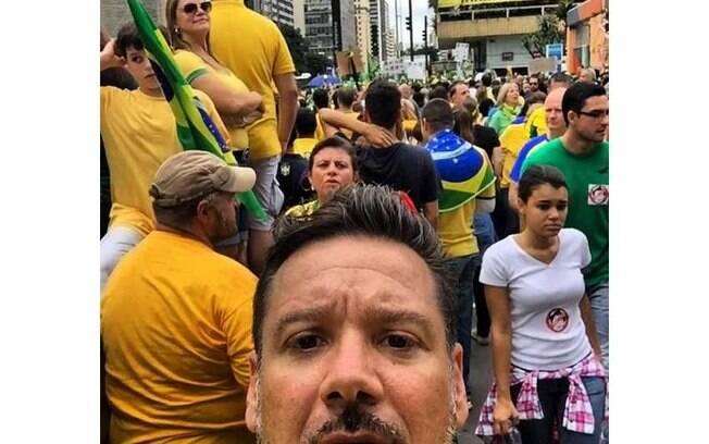 Marido de Adriane Galisteu, empresário de Alexandre Iódice também foi às ruas neste domingo de protestos