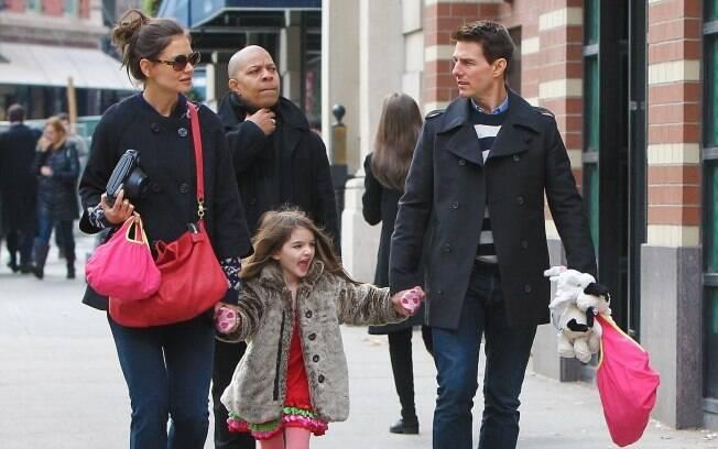 Tom Cruise passeia com a mulher Kate Holmes e a filha Suri