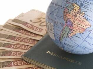 Levar uma certa quantia de dinheiro é exigido em alguns países da Europa, como uma maneira de provar que o turista tem condições financeiras de ficar lá