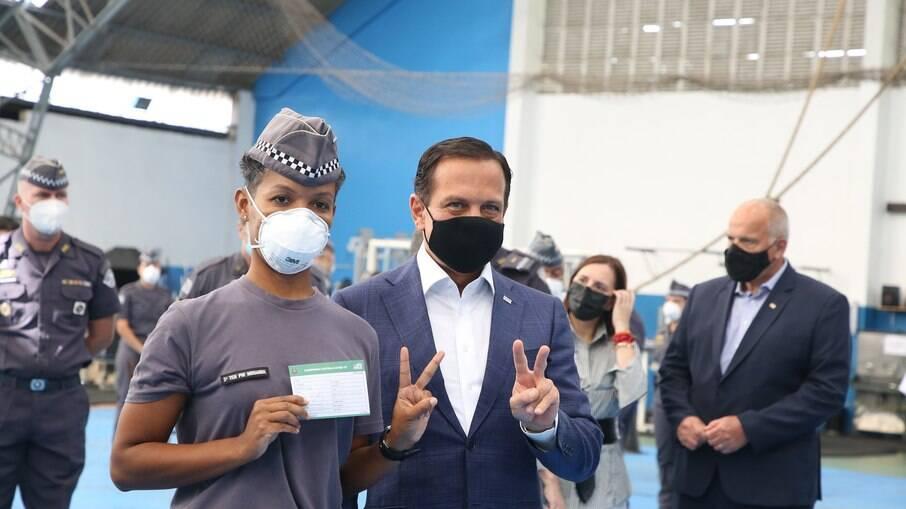 São Paulo começa a imunizar profissionais de segurança pública nesta segunda (5)