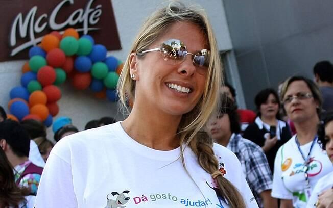 Adriane Galisteu foi destaque no McDia Feliz neste sábado (27/08) em São Paulo