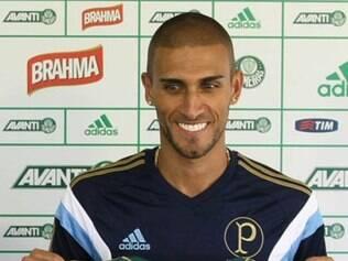 Rafael Marques estava no futebol chinês, onde marcou apenas quatro gols em 20 jogos
