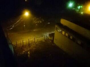 Chuva transforma ruas do bairro Eldorado, em Contagem, em rios