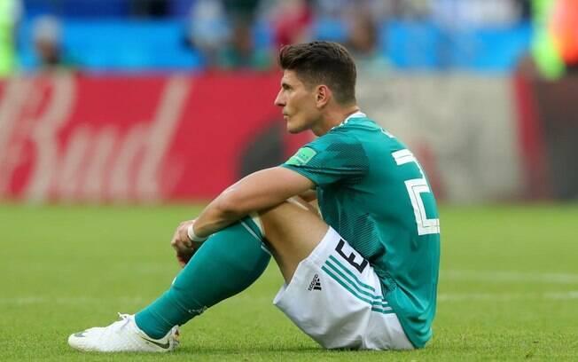 Mario Gomez se lamenta após eliminação da Alemanha