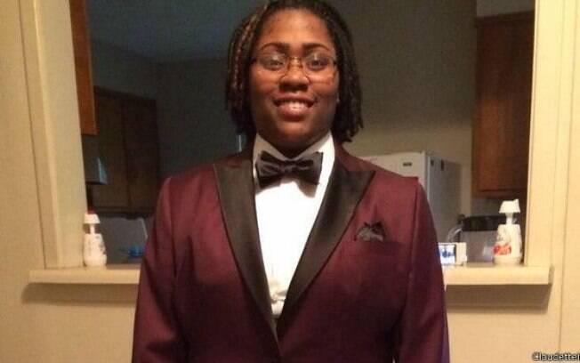 Para escola, black tie é traje masculino e não podia ser usado pela estudante; pressão fez escola mudar posição