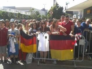 Torcedores esperam conseguir ter algum contato com jogadores alemães