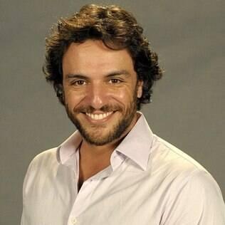 """Rodrigo Lombardi está no ar em """"O Astro"""", novela das 23h exibida na Rede Globo"""