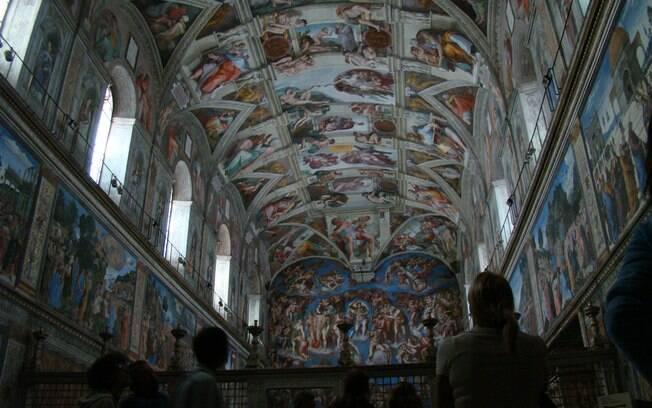 Na Capela Sistina, pinturas de Michelangelo