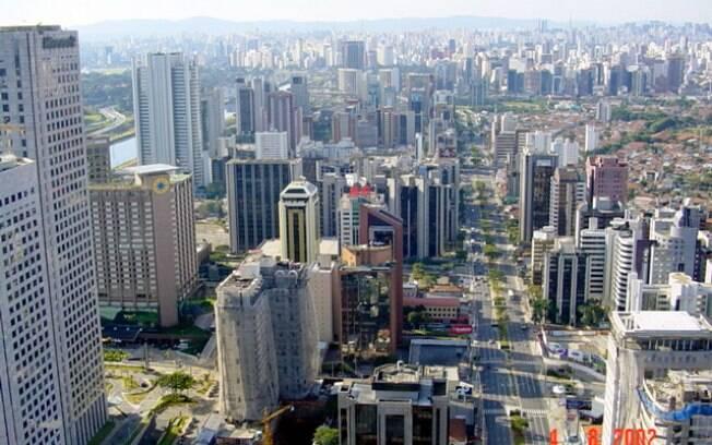 A região da Berrini ficou marcada pela presença de mais de 60 prédios assinados por Carlos Bratke