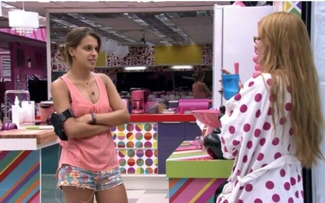 """Angela fala de Marcelo para Aline que """"Dois chatos não dá. Um tem que ceder"""""""