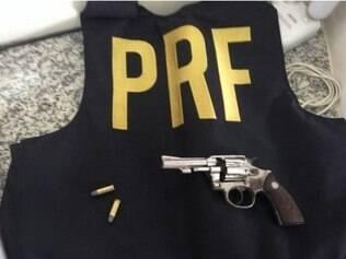 Dupla portava um revólver calibre 32 com dois cartuchos