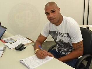 Adriano não disputa uma partida oficial desde março de 2012, quando estava no Corinthians