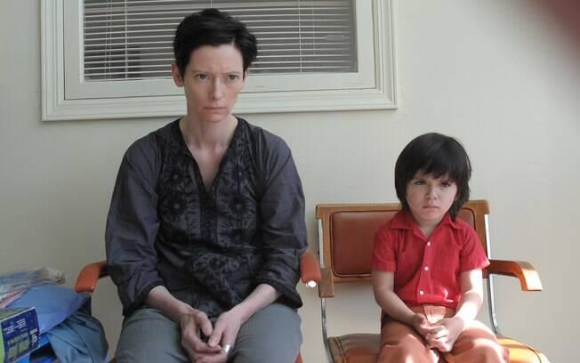 No filme 'Precisamos Falar sobre o Kevin', a mãe Eva, interpretada por Tilda Swinton, enxerga a maldade do filho, mas não consegue encarar o problema do menino
